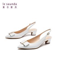 【全场3折】莱尔斯丹 春夏尖头蝴蝶结中跟异型跟后绊带凉鞋女 AM43602