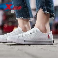 【限时直降】特步女鞋帆布鞋官网正品新品白色运动鞋低帮印花板鞋女休闲鞋881218109556
