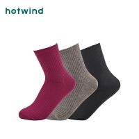 Hotwind2018年冬季新款女士柔软抽条中帮袜P082W8301