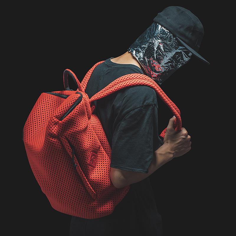 【支持礼品卡支付】draconite休闲纯色网洞旅行背包大容量双肩书包男全场包邮