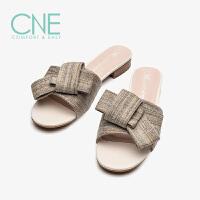 CNE2019夏季新款拖鞋女外穿露趾千纸鹤饰扣一字型女拖鞋AM24701