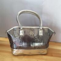 欧莱雅银色蛇纹手拎包 化妆包 带拉链 妈咪包 手提包