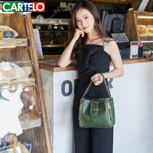 卡帝乐鳄鱼小包包女新款韩版时尚百搭单肩斜跨森系水桶包 简约