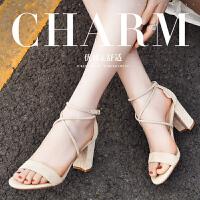 公猴夏季新款时装凉鞋露趾女鞋粗跟绑带罗马休闲一字扣百搭高跟鞋