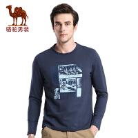 骆驼男装 秋季新款时尚字母植绒印花圆领日常休闲长袖T恤衫男