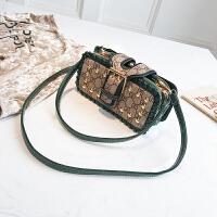 小方包2018款时尚女包印花饼干包夹手拿包铆钉斜挎单肩包