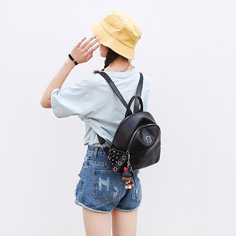 2018韩版双肩包铆钉时尚休闲女包包黑色小背包 发货周期:一般在付款后2-90天左右发货,具体发货时间请以与客服协商的时间为准