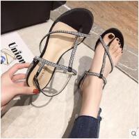 新款百搭女鞋潮一字带搭扣水钻粗跟凉鞋中跟露趾外穿性感