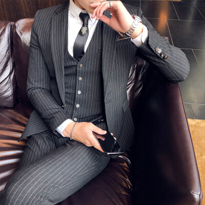 西服套装男新郎结婚礼服男士三件套修身韩版四季青年英伦风小西装男士英伦绅士西装三件套韩版休闲西服套装 发货周期:一般在付款后2-90天左右发货,具体发货时间请以与客服协商的时间为准