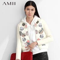 Amii[极简主义]冬新品时尚活力棒球领圆形徽章印花羽绒服女11480815