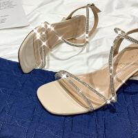 毛菇小象性感凉鞋女2019夏新款一字扣带低跟露趾粗跟简约时尚鞋子