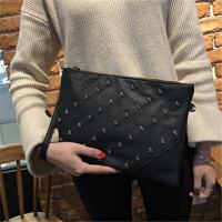 女包手拿包铆钉手挽包个性时尚潮流信封包百搭单肩斜跨包 黑色