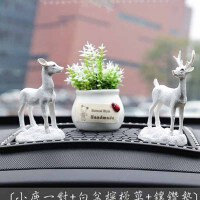 创意汽车摆件 车内饰品小鹿可爱公仔一路平安车载装饰用品