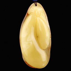 蜜蜡巧雕带皮福瓜吊坠 重量17.6g(含链)
