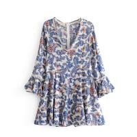 女装早春新款复古印花喇叭袖连衣裙V领波西米亚高腰短裙