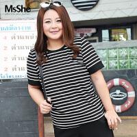 MsShe加大码女装2018新款夏装显瘦弹力人棉撞色条纹t恤M1720765