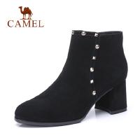 camel骆驼秋冬新款羊反绒黑色靴子女加绒铆钉高跟短靴粗跟圆头鞋子