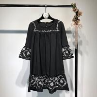 女装 2018春复古刺绣花朵七分袖喇叭袖宽松连衣裙欧美风短裙