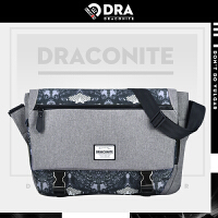 【支持礼品卡支付】DRACONITE潮牌印花斜挎包男式夏蝙蝠怪兽包盖锁扣大单肩包12034A