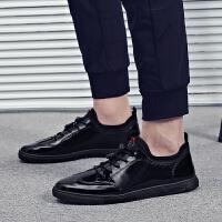 2018春季新款男士休闲鞋男板鞋男士休闲皮鞋漆皮亮面潮鞋百搭黑色男鞋