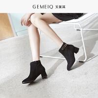 戈美其2018冬季新款尖头休闲通勤时装靴金属装饰短筒粗跟短靴女靴
