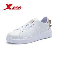 特步女子板鞋系带版鞋面全覆盖花纹休闲时尚小白鞋独特细节设计982318316003