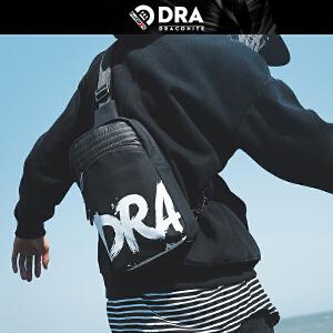 【支持礼品卡支付】DRACONITE字母涂鸦印花时尚男士胸包潮休闲防水单肩后背包13247A